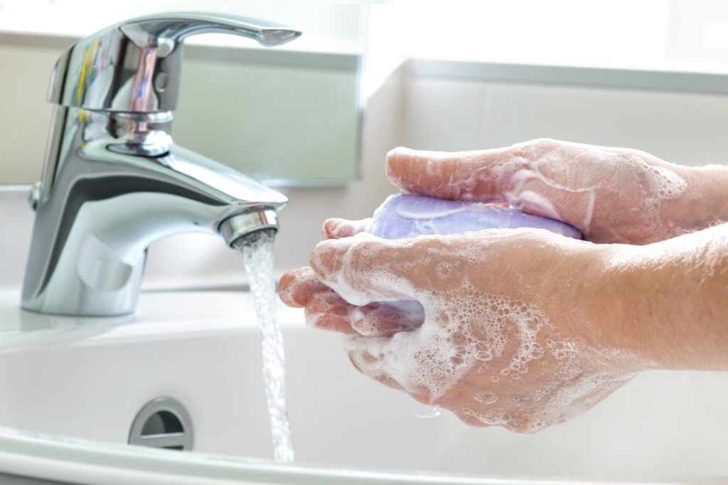 شستن دست با آب و صابون